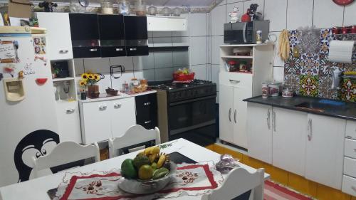 A kitchen or kitchenette at Re Vieira bloco do urso