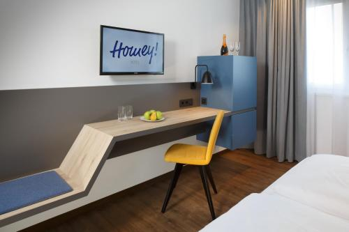 A television and/or entertainment center at Homey! Hotel