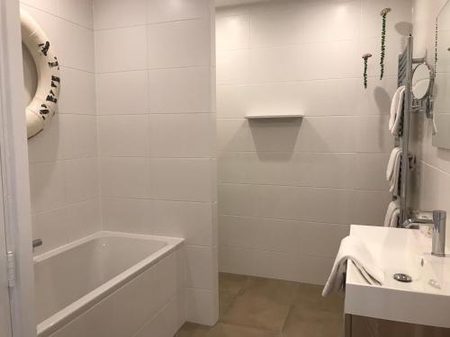 Salle de bains dans l'établissement Hotel Mimosa Scheveningen