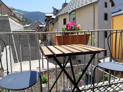 A balcony or terrace at Maison à Tour Briançon