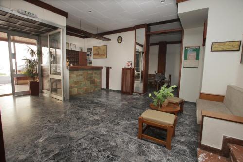 Hall o reception di Evans Hotel