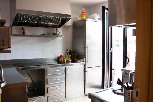 A kitchen or kitchenette at Pensión San Fermín