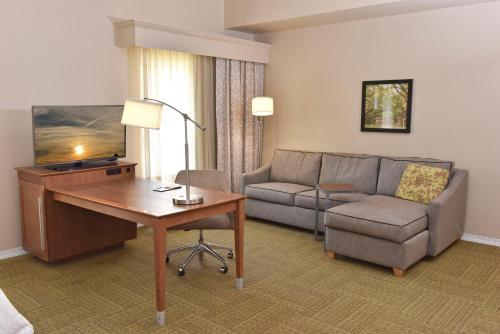 A seating area at Hampton Inn & Suites Alexandria