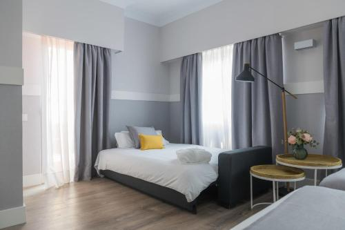 A bed or beds in a room at Velázquez 45 by Pillow