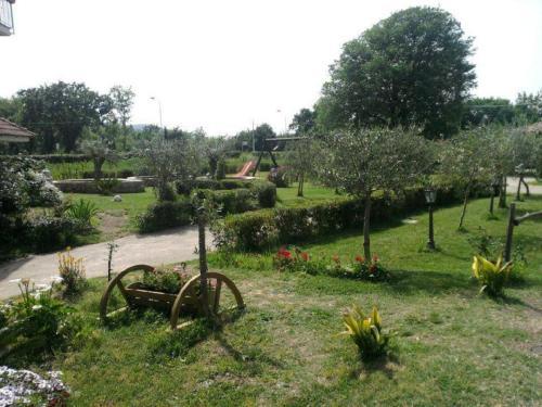 A garden outside U' Cecere Agriturismo