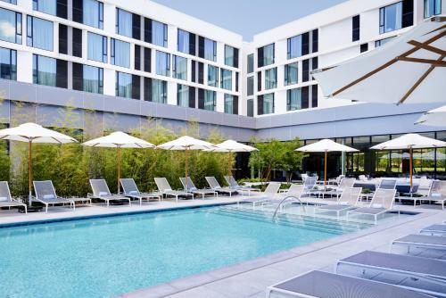 The swimming pool at or near Residence Inn By Marriott Dallas By The Galleria