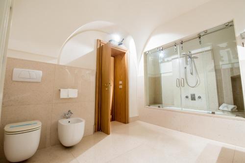 Een badkamer bij Dimora Intini