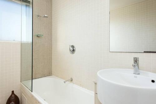 A bathroom at Scenic Bondi Living