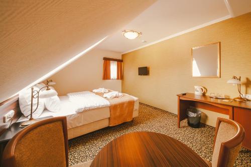 Ein Bett oder Betten in einem Zimmer der Unterkunft Park Hotel Hévíz