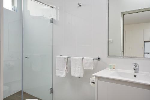A bathroom at Gundagai Tourist Suites