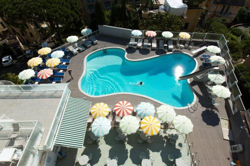 A view of the pool at Park Hotel Suisse or nearby