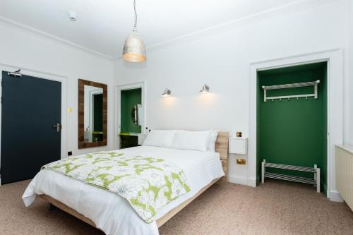 A bed or beds in a room at Lunan House Hotel