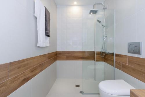 A bathroom at Notus