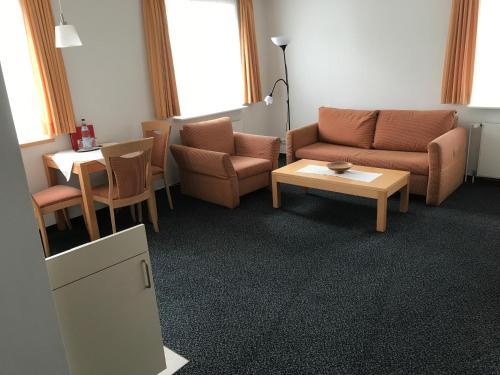 Ein Sitzbereich in der Unterkunft Arp's Gasthof