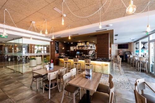 Un restaurante o sitio para comer en Hotel VIDA Mar de Laxe