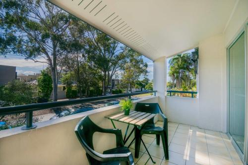 A balcony or terrace at Noosa Parade Holiday Inn