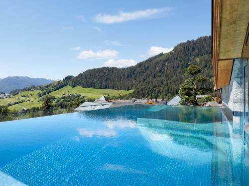 Het zwembad bij of vlak bij Hotel Tirol Fiss