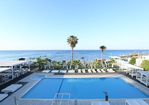 A view of the pool at Silver Sands Beach Hotel or nearby
