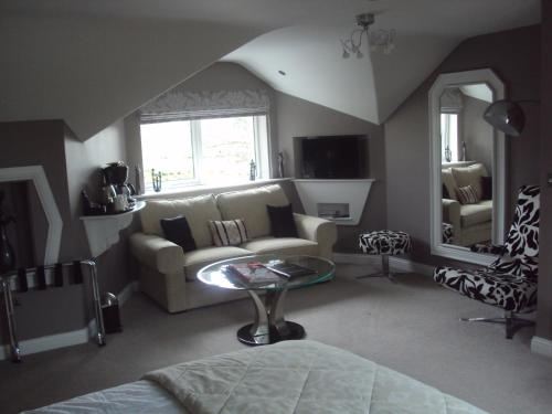 A seating area at Causeway Lodge