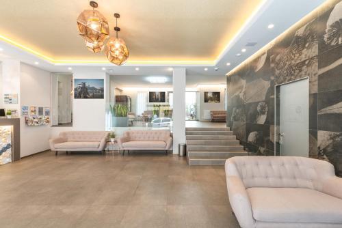 Zona de estar de Corvin Plaza Apartments & Suites