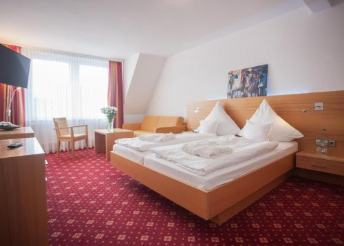 A bed or beds in a room at Hotel Hessenhof
