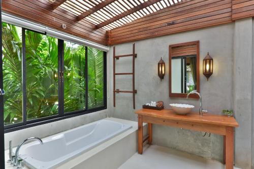 A bathroom at Railay Great View Resort