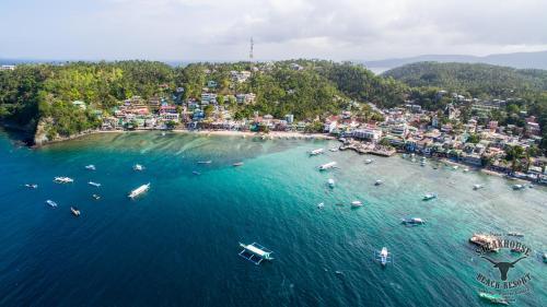 Blick auf Papa Freds Beach Resort aus der Vogelperspektive