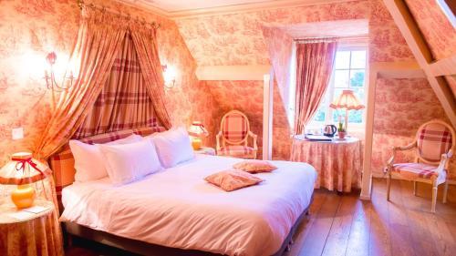 Un ou plusieurs lits dans un hébergement de l'établissement Le Manoir des Impressionnistes & Spa