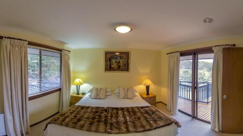 A bed or beds in a room at Mowamba River Lodge
