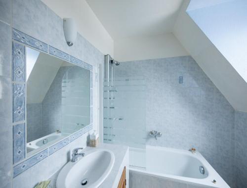 A bathroom at Château du Jard
