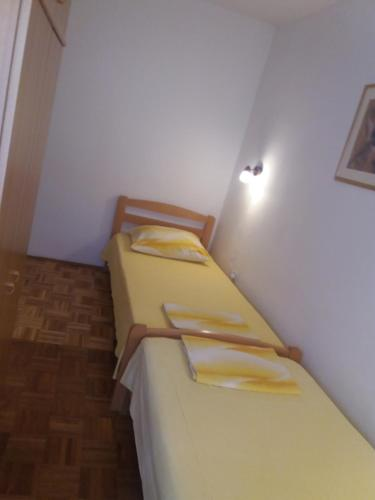 A bed or beds in a room at Apartments Tanja