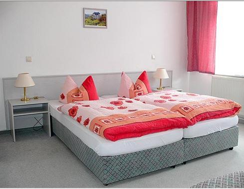 """Кровать или кровати в номере Pension """"Parkhotel"""" Blankenhain"""