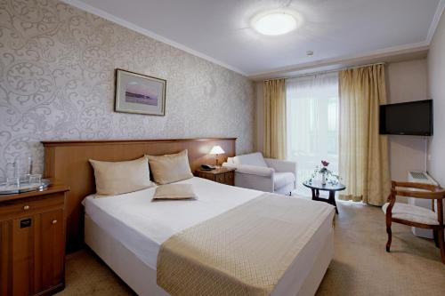 A bed or beds in a room at Health Resort Akvamarin