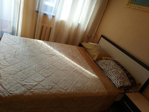 Кровать или кровати в номере Apartment Lux Center Ukraina moll, near cafe Bosfor