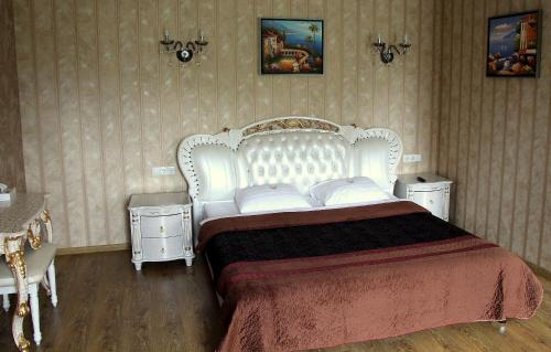 A bed or beds in a room at Diadema Sheremetyevo