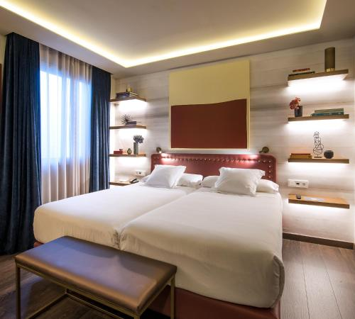 A bed or beds in a room at Vincci Mae