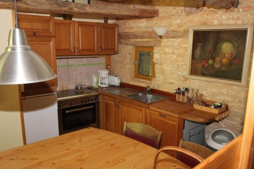 A kitchen or kitchenette at Domaine de Montsalvy