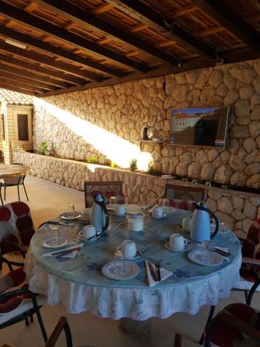 מסעדה או מקום אחר לאכול בו ב-Apartments and Rooms Villa Mir