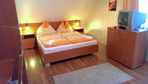 A bed or beds in a room at Yellow Apartment House