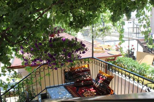 Un balcón o terraza de Cappadocia Panda Hostel