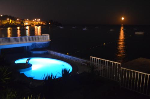 A view of the pool at Villa Pointe Alègre or nearby