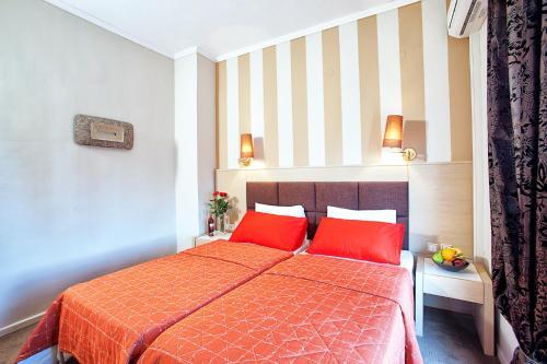 Кровать или кровати в номере Anastassiou Hotel