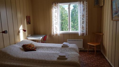 En eller flere senger på et rom på Solheim Pensjonat
