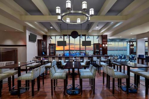 A restaurant or other place to eat at Sheraton Erie Bayfront Hotel