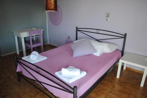 Ένα ή περισσότερα κρεβάτια σε δωμάτιο στο Karmik Concept Pension