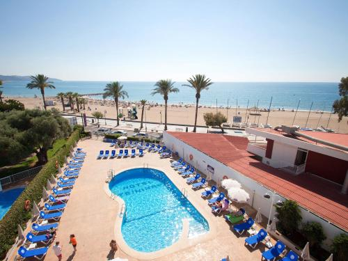 A view of the pool at Hotel Servigroup Trinimar or nearby