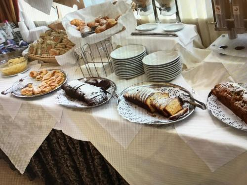 Breakfast options available to guests at Grand Eurhotel