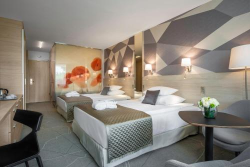 A bed or beds in a room at Ensana Thermal Margaret Island