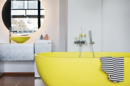 A bathroom at Hotel OFF Paris Seine