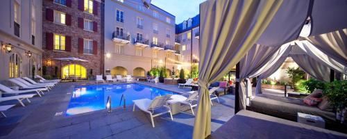 The swimming pool at or close to Maison Dupuy Hotel